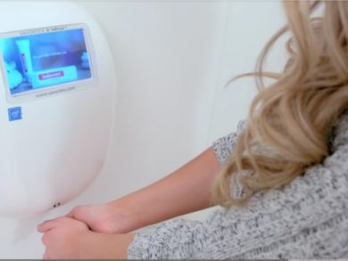Connected hand dryer